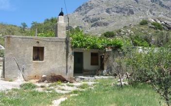 picture of skx215 Stone house in need of restoration with garden in Kentrochori