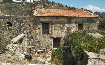 picture of snpl293 A Stone House in need of renovation in the village of Plátanos
